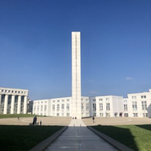 La Tour Belvédère et la place de la Tour Hubert-Renaud